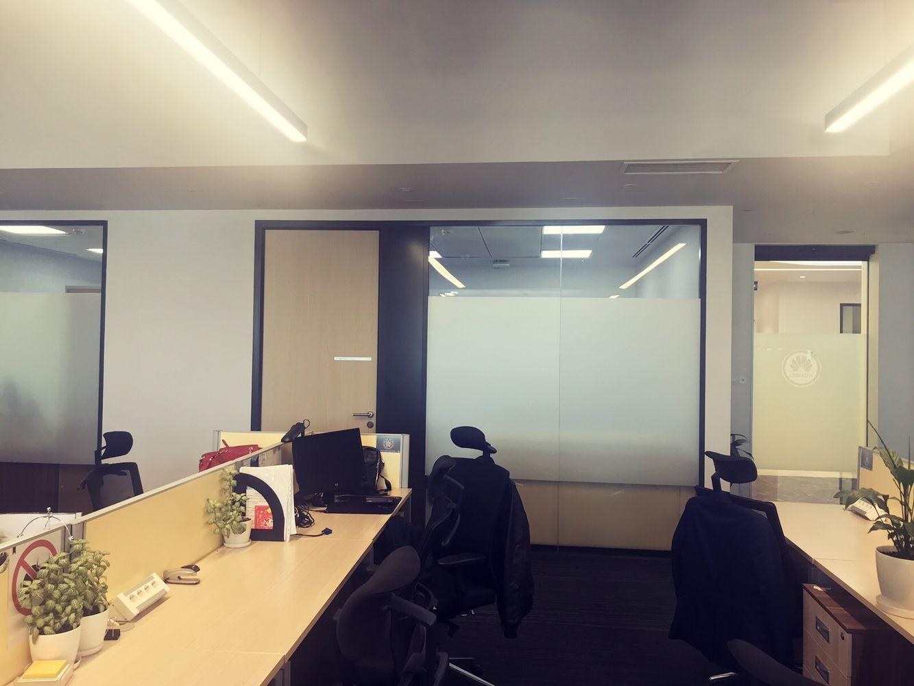 Фото Офис будущего: стационарные перегородки и двери от компании NAYADA